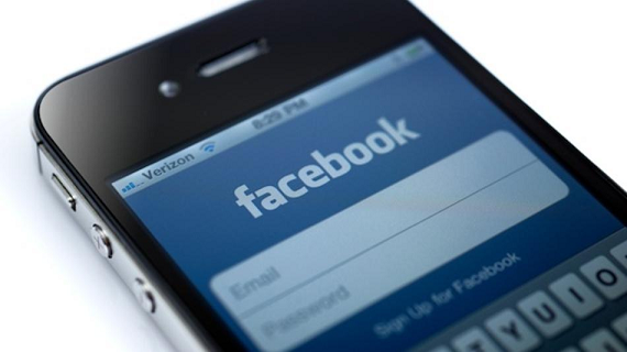 Facebook adds free voice calling to iOS